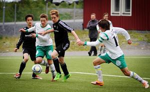 Sebastian Andersson bryter sig in i straffområdet