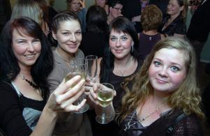 En hyllningsskål till jubilaren tog Linda Anér Hell tillsammans med Sara Manfredsson, Emma Östlund och Ann Louise Karlsson.