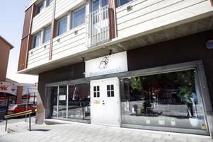 Bolaget som driver Brunnsgatan 63 flyttar sin verksamhet till gasklockeområdet. Enligt obekräftade uppgifter kommer en pizzeria att ta över efter finkrogen.