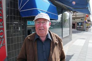 Kjell Eriksson, Ljusdal:– På en bank ska det finnas pengar. Vad händer om bankomaten är trasig eller om kortet inte fungerar? Jag brukade samla mynt på rör och sätta in, men det tar de inte emot längre.