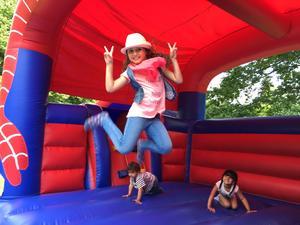 Miral Zaghmout firade eid al-fitr med att hoppa hoppborg.