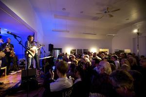 Förutom att Tomas Ledin gör tre spelningar i Fjällräven Center i februari så släpper han även skivan