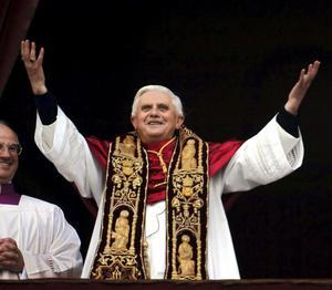 Skrällde. Påven Benedictus XVI tog i helgen ett myrsteg mot att erkänna av kondomer faktiskt skyddar mot hiv-smitta. Men han har långt kvar till en medmänsklig syn på preventivmedel. arkivbild:Domenico/sCANPIX