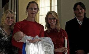 Den 15 oktober döptes Vincent Amor Theodore i Hässjö kyrka av PG Hegnér. Vincent är son till Petter Melander och Ellinore Stener, Söråker. Gudmor är Monica