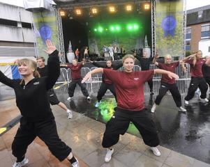 Hälsinglands dansteater i full aktion.