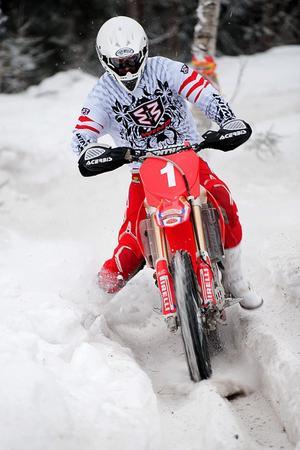 Snabbast på Mullhyttebanan. Charlie Söderblom från team Enduro Örebro vann i lördags deltävlingen av snöserien i Mullhyttan.