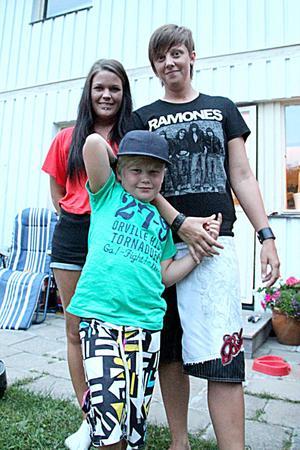 Familjen Olsson-Johansson har bott tillsammans i ett år. Sonen Elliot har två mammor och trivs som fisken i vattnet.