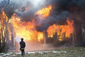Joakim Grafström uppmanar kommunerna i Västernorrland att bli de som tar det första steget för att öka elsäkerheten och minska bränderna.
