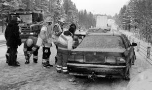 Anna Nymans bil såg bakifrån oskadad ut. Men det var motorhuven som trycktes in.