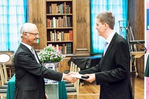 Förutom diplomet fick också Joel Haldosén en specialdesignad kompassnålen i silver av Kungen, som ett bevis på genomförd ledarskapsutbildning.