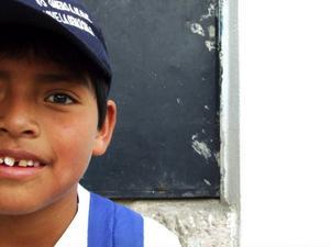 William Coro Naranjo, äldst av tre syskon i en familj med svåra hemförhållanden. Förhoppningsvis kommer han, med hjälp av utbildning, ha en bättre möjlighet att klara sig fram i livet.