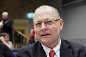 Vi måste lägga ännu mer fokus på sådant som handlar om förutsättningarna för lärare att klara sitt uppdrag på bästa sätt, svarar Håkan Englund (S).