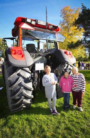 Mörsil skola representerades av bland andra 10 åringarna Oline Löfgren, Pauline Näsberg och Nelly Svensson och de fick reda på hur mjölken kommer till.
