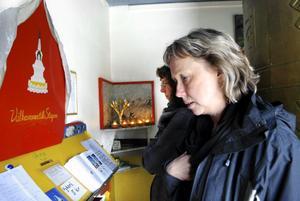 Första besöket. Catharina Ahlén hade aldrig varit vid stupan i Fellingsbro tidigare så hon passade på när det var 30-årsjubileum och öppet hus.