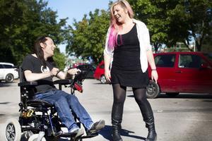 esper Odelberg och Anna Siekas är två själsfränder i stand up-branschen som nu far runt i Sverige och roar publiken.