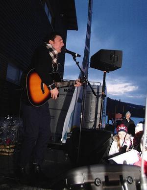 Markus Fagervall sjöng tre låtar, till de yngre tjejernas stora förtjusning.