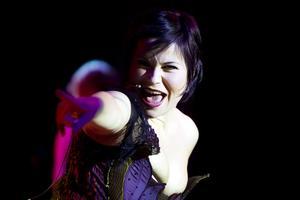 """Camilla Lénström ger järnet. I andra aktens vesrion av titellåten """"Cabaret"""" imponerar hon väldeliga."""