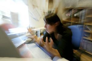 Risken att drabbas av utmattning, att gå i väggen, drabbas av allvarliga sömnbesvär eller andra psykiska skador har mångfaldigats, skriver artikelförfattarna.