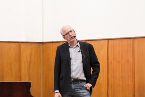 Olle Ludvigsson, europaparlamentariker, på Brinellskolan.
