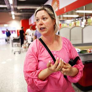 Sara Arhusiander, 32 år, mäklarassistent, Östersund– Det påverkade mig mycket, det var så fruktansvärt. Och nu är det ju ett år sedan det hände, så man blir ju påmind. Det var så himla nära, när det var i Norge, det kan hända var som helst och det förstod man ju först då.