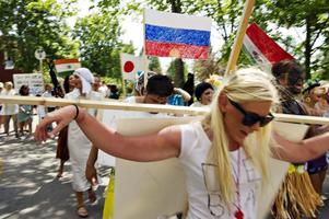 Samtliga avgångsklasser deltog i årets karnevalståg som därmed blev rekordstort.
