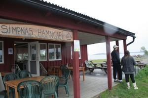 Simpnäs hamncafé där båten avgår mot Arholma.