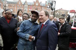 Det var många som ville skaka hand med statsminister Stefan Löfven när han var hemma i Norrland.