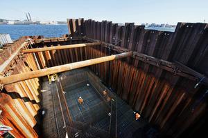 Byggtekniken som användes vid bygget av Sundsvallsbron diskuteras flitigt på tekniksajter. Kostnaderna uppgick till 1,9 miljarder kronor, varav 1,3 miljarder ska finansieras genom broavgifter.