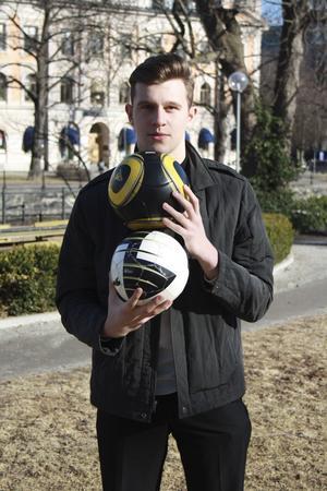 Målvakt. Christos Voglis spelar fotboll sedan 14 år och har den bästa positionen tycker han själv – i målet.