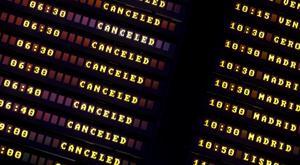 Informationstavlorna på Sevillas flygplats gjorde inte resenärerna glada på tisdagsmorgonen.