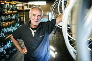 Mats Sjöblom, 61 år, är tredje generationen i det anrika familjeföretaget AB Johan Sjöblom. 100 år efter att farfar Johan startade verksamheten slår Sjöbloms nu igen portarna för gott.