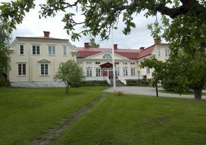 Bollnäs prästgård har behållit sitt utseende sedan 1765. Redan tidigare, ända sedan medeltiden, fanns en prästgård på samma plats. Kyrkoherdar och kontraktsprostar har bott här sedan dess.