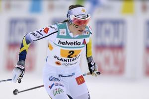 Ebba Andersson växlade in som tvåa inför sista växlingen – trots att hon varit över 20 sekunder efter finska Laura Mononen.