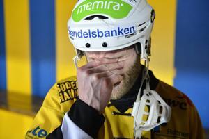 Besvikelse efter förlustmatchen med 5–2 i den andra kvartsfinalsmatchen mot Hammarby på Zinkensdamm 2013.