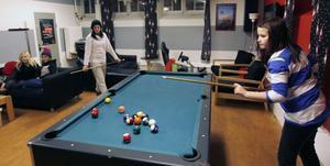 Wilma Jansson Solbakken, Jenny Engvall Lamell, Elin Lindholm och Sanna Nyström är ofta på ungdomsgården och menar att det är där som man kan träffa alla sina kompisar.