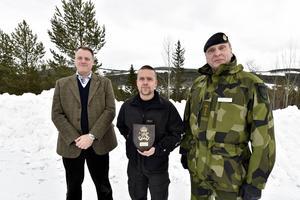 Nystart för Älvdalens skjutfält. På bilden ses Anders Hedman, FMV, Martin Hedin, platschef och Fredrik Ståhlberg chef P4.