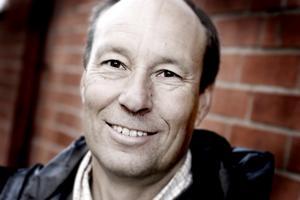 Sten Edström har utvecklat en metod för renovering av avloppsstammar. Detta har gjort honom till en av landets rikaste personer.