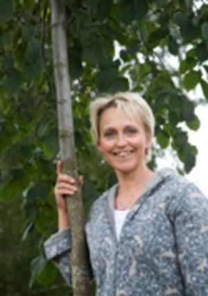 Ylva Landerholm håller föredrag på Kumla bibliotek i morgon kväll.
