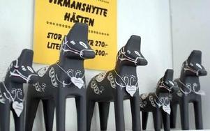 -- Vikmanshyttehästen säljer vi mycket av, säger Kjell Gustafsson.
