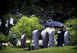 Väntat. I snart ett år har en 87-årig man inte kunnat begravas. Gravarna på bilden har inget med ärendet att göra.