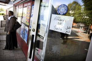 STÄNGER EFTER FLERA RÅN. Efter flera rån har ägaren fått nog. Kiosken vid Bäckby torg är nu till salu.