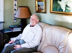 Lars Hjelm bjuder på den ena goda historien efter den andra ur sitt innehållsrika liv.
