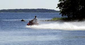 Vattenskoteråkare i Gavleån har retat upp skribenten.