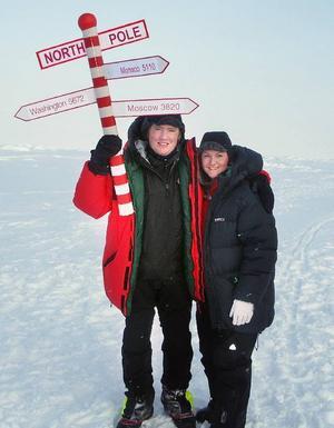 Ola Skinnarmo och Linnéa Grahn på Nordpolen.