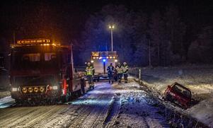 Räddningstjänsten i arbete på olycksplatsen.