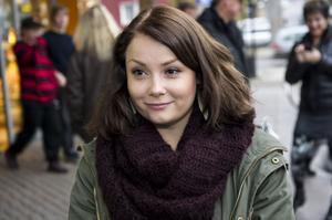 Isabelle Jacobsson, Örnsköldsvik:– Papper, det är trevligare att bläddra. Det är själva känslan av papper som är trevligt.