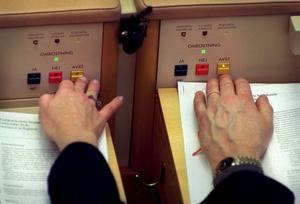 Det blev ett ja. Riksdagen upphävde igår förbudet att bygga nya kärnkraftsreaktorer. Foto: Scanpix