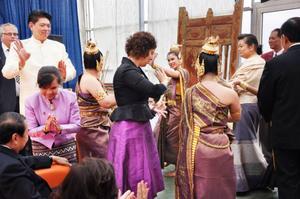Ungdomar från flera skolor i Bangkok dansade och sjöng. Publiken fick bland annat höra den bekanta