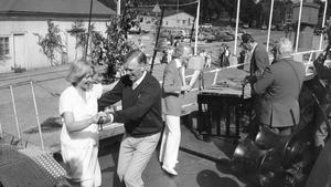 """Kranen Curts dop (1985). Hamndirektören Stig Råberg och speciellt inbjuda gäster dansade till Thore Skogman och Tonbandet. """"Då fick inte vi vara med"""", säger Bengt."""