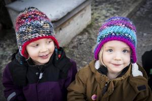 Nore och Vera trivs på förskolan.